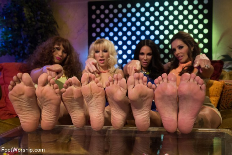 An all girl foot gangbang!